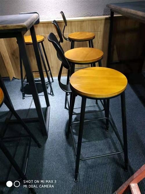 宝贝在肃州区鼓楼附近,9.5成新,实木桌椅