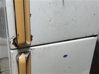 冰箱一个  虽然外表难看点  一切功能正常的