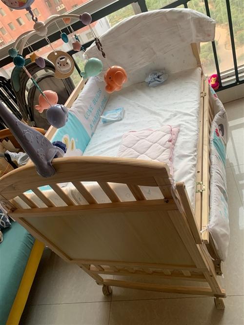 新买的婴儿床,无漆纯天然的,买来的时候500多,家里小孩不愿意睡,闲置了出售