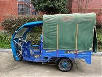 九成五新金彭电动车,买了一年多基本没怎么用,都是新的,原价3800裸车买的,装前后棚子又花了500多...