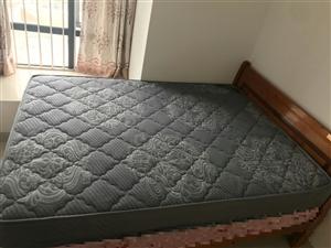 灰色床垫一张,尺寸:1.5m×2m 刚拆包装纸,八九成新,有人出租房子需要岩的可以联系