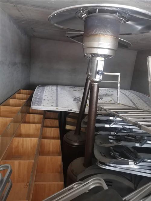 燃气取暖器,椅子,货物架,还有图片没拍的木椅子。**未用过。价格美丽