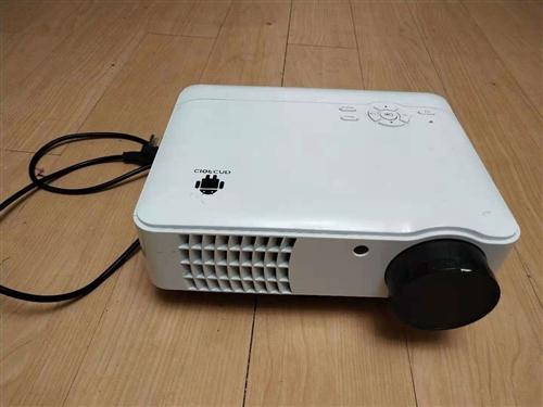 出九成新投影仪,性能稳定,有需要的私聊,微信电话同号18279587735