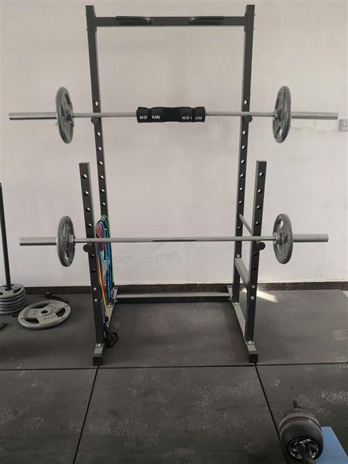 99新健身器材 就用过几次 深蹲架 两个哑铃凳 1.2米曲杆 1.2米直杆 1.8米直杆 两个哑铃杆...