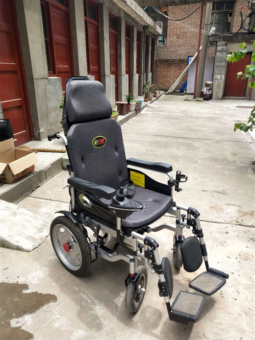 低价出售电动轮椅,九成新!