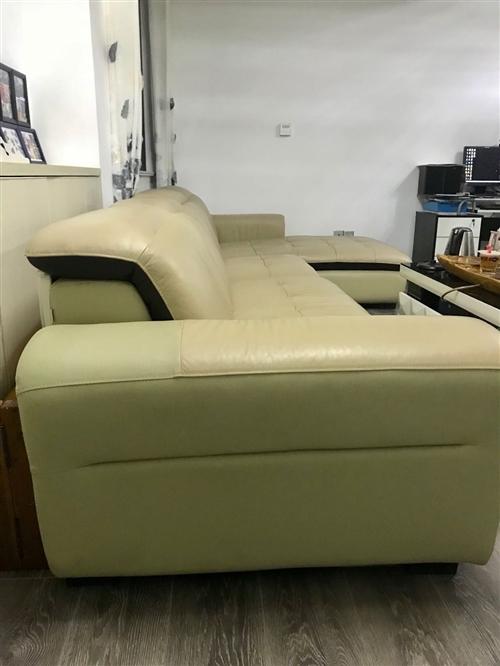 全友家私品牌真皮沙发,约长3.6米,八成新,售1500元