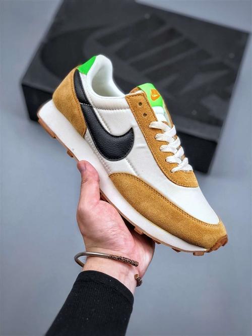 实拍的,自己看成色,价格可以商量,品牌鞋。**微信交个朋友沟通,平时要上班。看见会回复