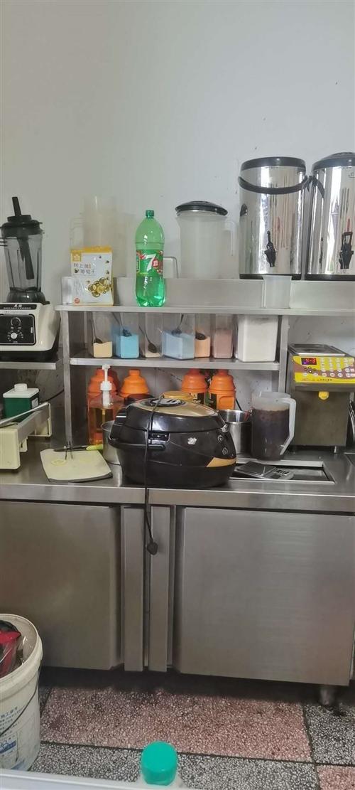 一套奶茶设备,还有一台东贝的冰淇淋机器是9成新,奶茶设备是八成新的,本人就使用了半年,由于没时间开,...