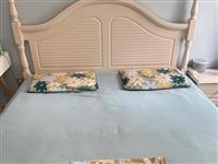 出售九成新大床1.8??2.0米,带床垫,自己拆卸,家里做衣帽间没地方放,有需要的联系1582217...