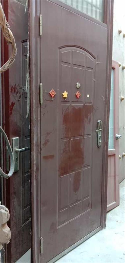 防盗门、7成新,因为地面身高了,标准宽度。