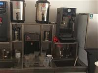 奶茶店全套设备,仅用一年,保存良好。 主要设备有: 制冰机 380磅,果糖机,蒸汽机,平冷柜,客...