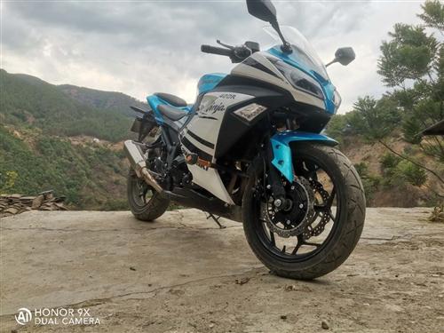 小忍者双缸400cc,目前八千公里  到我手里是二手。  想买台拉力车逛西藏。