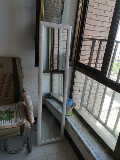 镜子,椅子,简易餐桌,储物柜,置物架。鞋架,煤气罐,煤气灶等小物件低价处理。