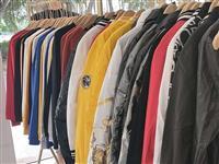 由于改行做加盟,店里面还有一些、男装模特两只,服装架、衣架低价出售,有需要的联系我