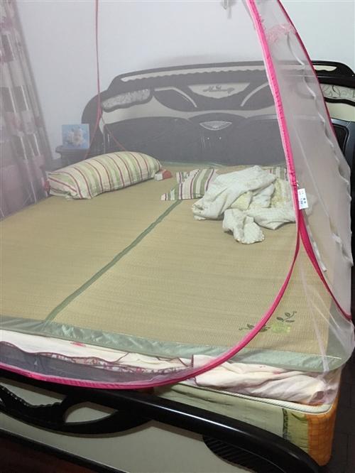 1.8米宽大床加床垫,搬家不方便带,转给有需要的朋友
