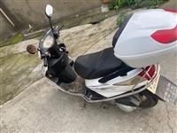 自用闲置车辆,二手踏板摩托车便宜出,平常基本上没骑,一万公里不到,全车正常,灯亮表转,给油即走,看中...