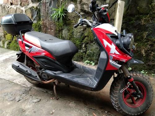 现有摩托车一辆出售,行驶证牌照齐全,整车原装。