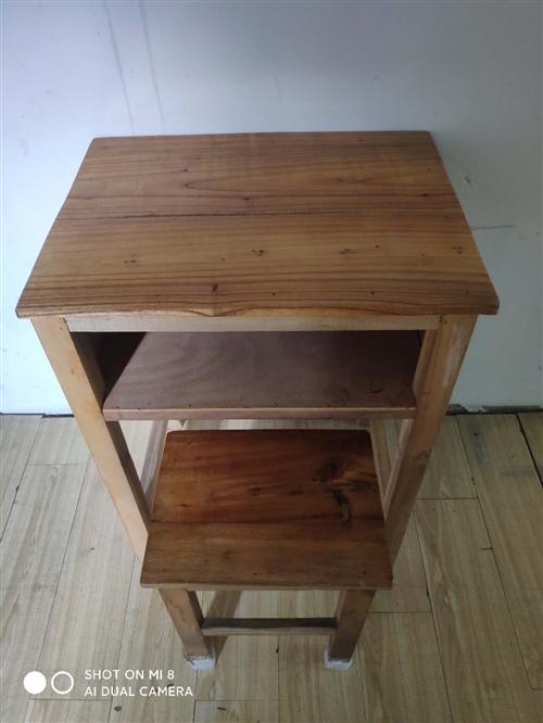 现有一批实木桌子和登子,可给小孩学习用,或者办公,放物品,有意者可直接来看,那大中兴大街汽车总站斜对...