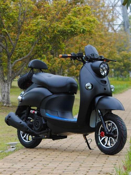 踏板摩托125cc,9成新,骑了800公里,无划痕摩擦,基本**。因换了代步车出售