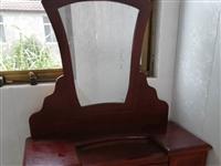 实木梳妆台,可当电脑桌,出租房家用均可,有意者联系15751102191