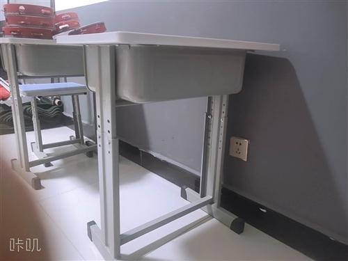 桌子和凳子 都没用过,有意者可以联系 。
