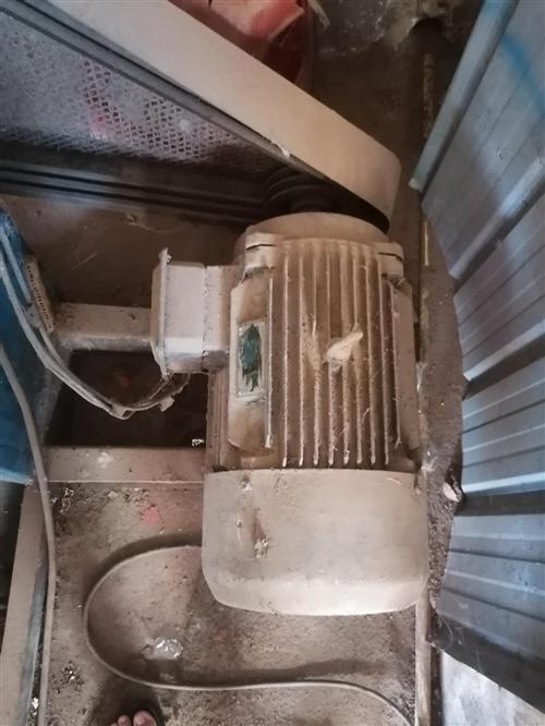 鲜榨花生油机120型全套转让,机生产已有l年多时间如有想做榨油生意的那赶快行动了。联系电话13198...