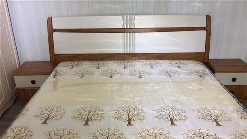 因搬家出售床子八成新