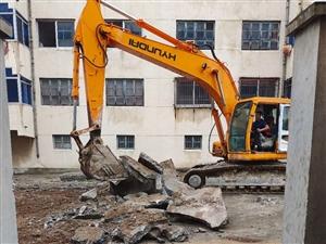 蠶莊鎮政府領導心系百姓為社區居民硬化道路