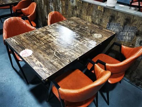 餐桌餐椅 ,成套出售!!! 9成新,一套含一张桌子,四把椅子。因为饭店转让,餐桌椅子闲置,现想成套低...