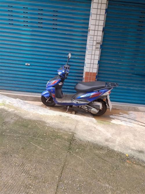 踏板摩托车,由于家里买了个电瓶车,这个摩托就很少骑了,才跑三千公里,有手续,可上牌