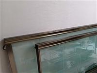 家里淘汰下来的铝合金推拉门,新的一样,完好无损,配件齐全,装上就可以使用,有要的咨询尺寸,电话139...