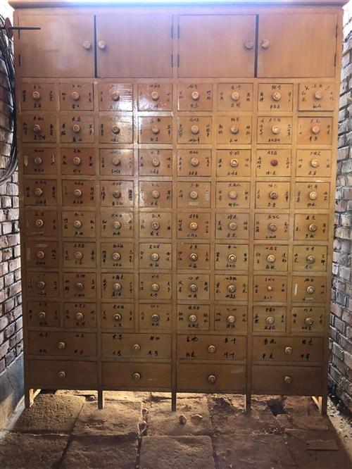 中药柜八九成新,长1.5米高1.95米宽0.55米,便宜处理。电17358192344。