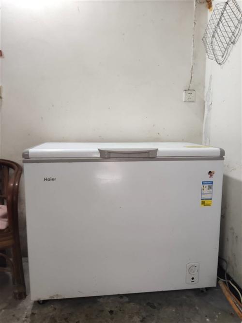 海尔冰柜1.1×0.55,9成新 ,原价1400,现在800处理 ,冰柜大品牌,抢到就是赚到 ,冷藏...