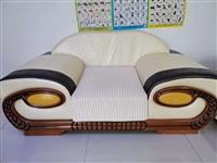 沙發九成新,帶定做沙發套,方便拆洗,現低價出售!