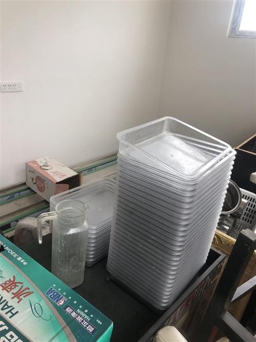 旋轉小火鍋設備,八成新,一應俱全,接手即可營業,二十座,價格8000.