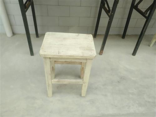 出售桌子、方木凳子
