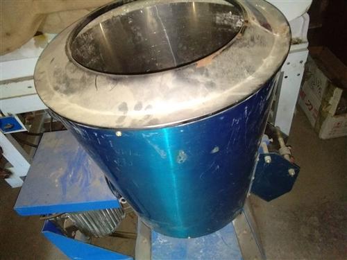 压面机,25公斤拌面机,九成新,价格面议。