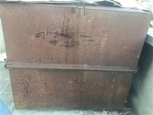 �F皮水箱出售,�|量非常好,8成新,用于工程�目修路�菜�,生活�Υ嫠�等,�F皮水箱�L150厘米��135厘...