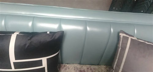 8月19日**二人座皮沙发,买来后发现不搭整体装修风格