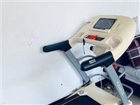 亿健跑步机多功能彩屏智能版,九成新,买来没怎么用过,现低价出售,有意者电聊13303022931。