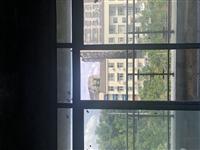 位于怡安居有套住房出售,离苍中校和三小很近便于学生上学。