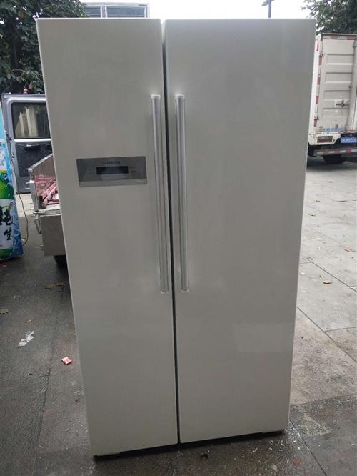 西门子对开门冰箱,款式新,有需要的联系!18956742891