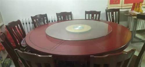9成新,餐桌,桌面直径2米,另加10把椅子,地址,明珠花园
