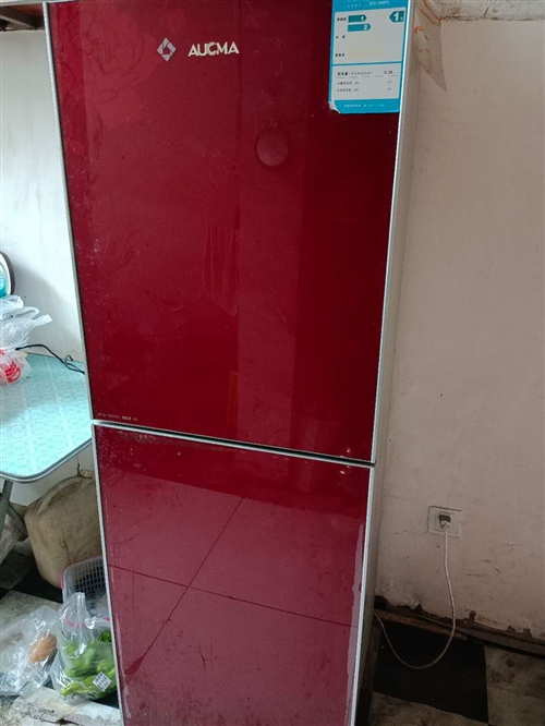 出售八成新冰箱和油煙機,價格實惠,有需要的電話聯系  18338680619