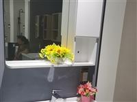 品牌:恒洁。**未拆封,全套悬空浴室柜+镜柜+纯铜龙头,因家里尺寸不合适闲置,有喜欢的朋友加微信私聊...