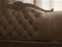 八成新1.8米宽的皮床,无破损,低价转让。