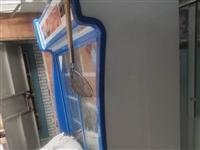 1.2米冰箱展示柜,全铜芯制冷,盖棉被是因为没有急冻的冰箱了,所以盖上被子。8成新 1.2米烧烤抽...