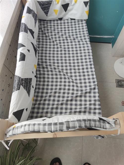 出售婴儿床??? ,九九九成新,就没用过,可用到二岁左右,有床垫,床单,围栏防护垫,可拆卸,价格15...