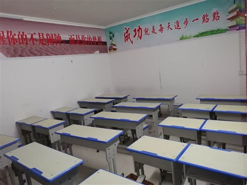 出售高低床,课桌,有需要的随时可看 电话:18039697185
