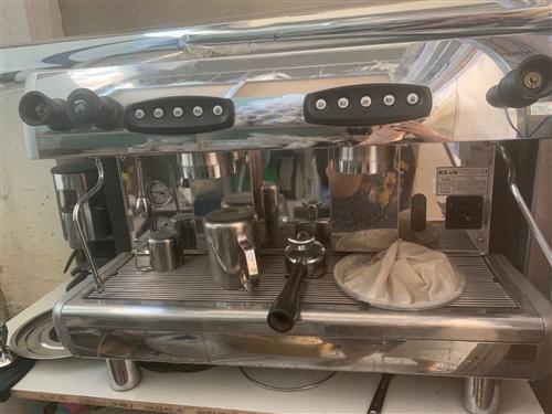 咖啡机便宜处理,还有一个奶茶的水吧台处理带冰箱